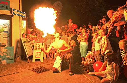 Straßenfest-Feuerspucker