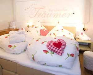 Reit im Winkl Ferienwohnung Kaiserwinkl für 1-2 Personen Schlafzimmer mit Boxspringbett
