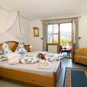 Fewo Kaiserwinkl-Exklusiv, 2-5 Personen, separates Schlafappartement mit Blick auf die Berge