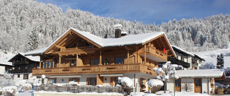 Ferienhaus Neumaier in Reit im Winkl mit neuer Fassade im Winter