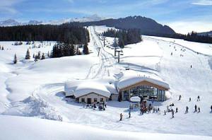 Skipiste und Sessellift in Skigebiet Winklmoosalm - Steinplatte, Winterurlaub in Reit im Winkl / Chiemgau