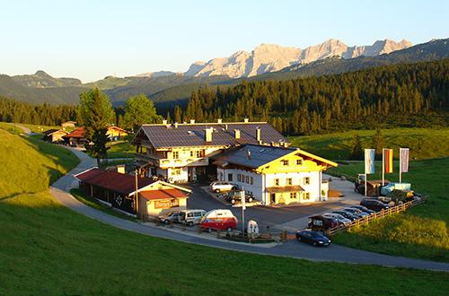 Winklmoosalm von oben mit Hotel und Gasthaus