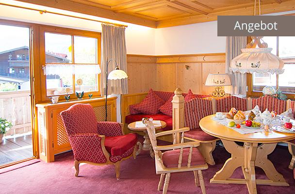 Wohnzimmer mit Balkonzugang von Ferienwohnung Kaiserwinkl Residenz für 2-4 Personen in Ortsmitte von Reit im Winkl, ideal für Familienurlaub