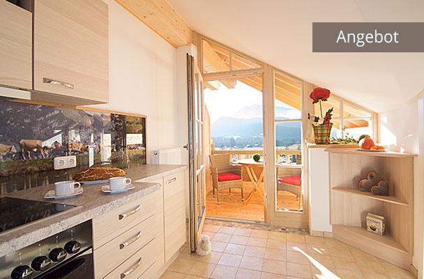Küche mit Balkonzugang in Ferienwohnung Kaiserwinkl Studio für 2-3 Personen, Sommerurlaub in Reit im Winkl