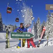 Winterurlaub auf der Winklmoos-Alm, Familie im Schnee