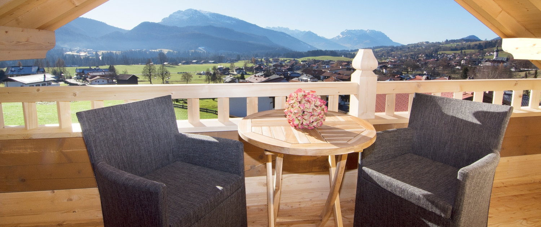 Blick auf Bergmassiv Wilder Kaiser von Balkon von Ferienwohnung Kaiserwinkl Suite Reit im Winkl
