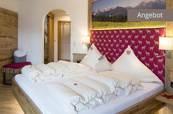 Separates Schlafzimmer mit Duschbad in Ferienwohnung Kaiserwinkl Exklusiv