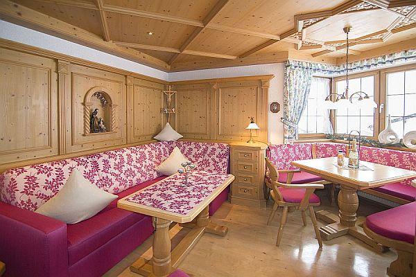Ferienwohnung Kaiserwinkl Exklusiv mit neuer Sitzecke und Sitzbank